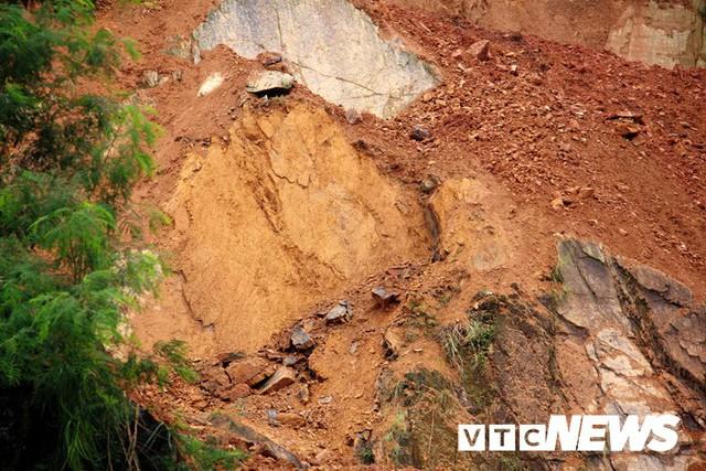 Ảnh: Hàng ngàn mét khối đất đá từ trên núi dội xuống trong đêm ở Hải Phòng - Ảnh 19.