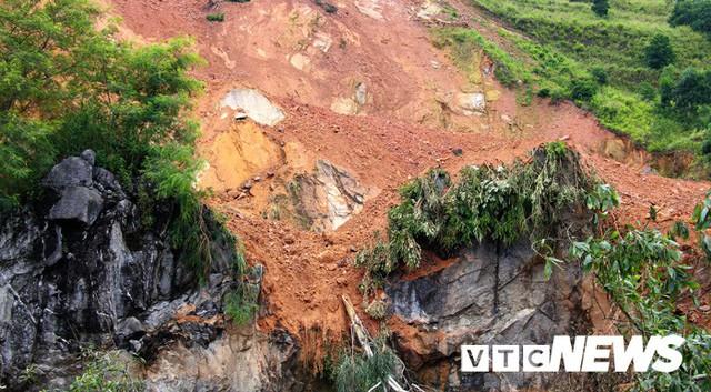 Ảnh: Hàng ngàn mét khối đất đá từ trên núi dội xuống trong đêm ở Hải Phòng - Ảnh 4.