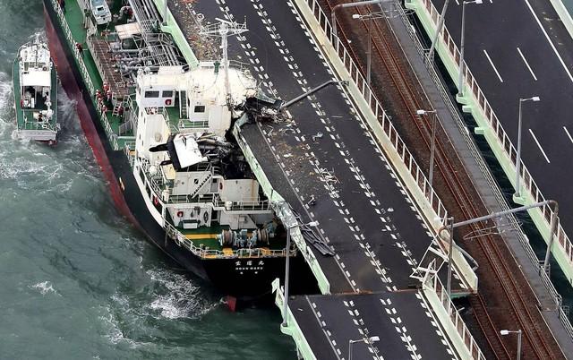 Hình ảnh sau cơn bão mạnh nhất 25 năm ập vào Nhật Bản - Ảnh 3.