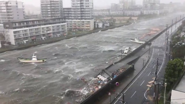 Hình ảnh sau cơn bão mạnh nhất 25 năm ập vào Nhật Bản - Ảnh 7.