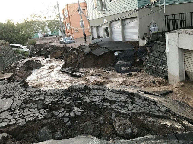 Hình ảnh: Nhật Bản hoang tàn, đổ nát sau liên tiếp siêu bão Jebi và động đất 6 độ Richter ở Hokkaido - Ảnh 12.