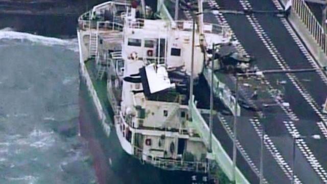 Hình ảnh: Nhật Bản hoang tàn, đổ nát sau liên tiếp siêu bão Jebi và động đất 6 độ Richter ở Hokkaido - Ảnh 14.