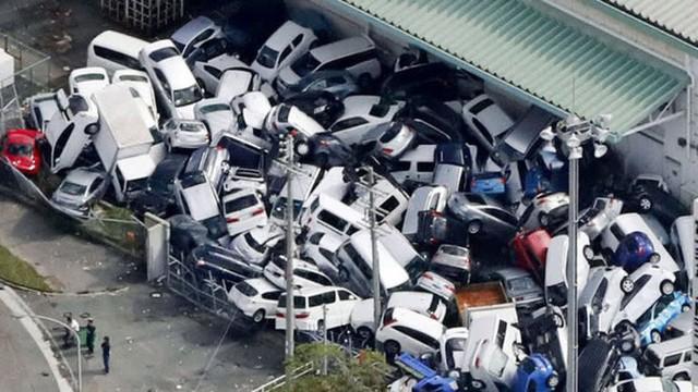 Hình ảnh: Nhật Bản hoang tàn, đổ nát sau liên tiếp siêu bão Jebi và động đất 6 độ Richter ở Hokkaido - Ảnh 18.
