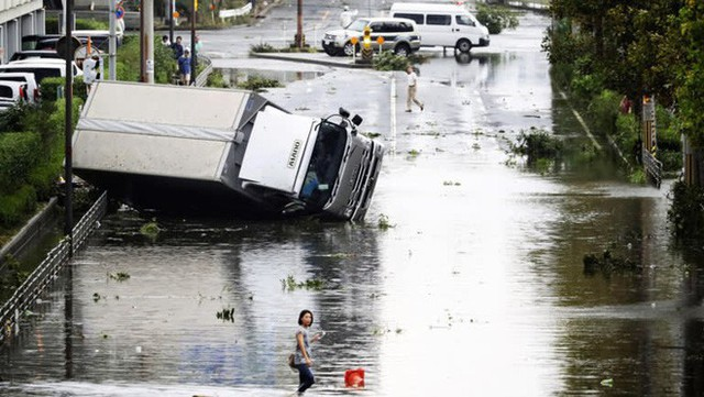 Hình ảnh: Nhật Bản hoang tàn, đổ nát sau liên tiếp siêu bão Jebi và động đất 6 độ Richter ở Hokkaido - Ảnh 19.