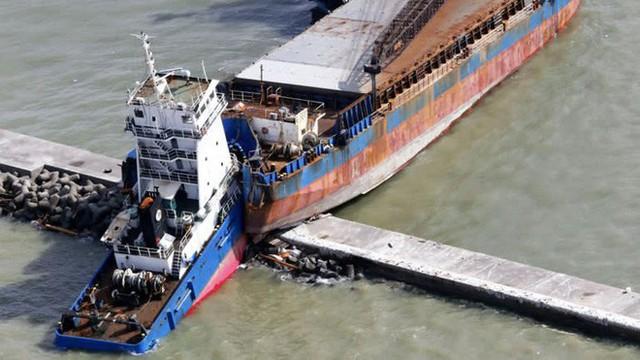 Hình ảnh: Nhật Bản hoang tàn, đổ nát sau liên tiếp siêu bão Jebi và động đất 6 độ Richter ở Hokkaido - Ảnh 20.