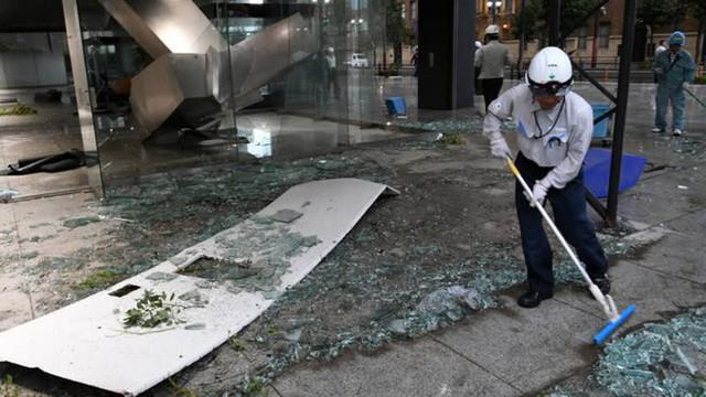 Hình ảnh: Nhật Bản hoang tàn, đổ nát sau liên tiếp siêu bão Jebi và động đất 6 độ Richter ở Hokkaido - Ảnh 21.