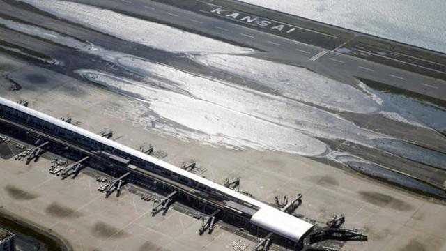 Hình ảnh: Nhật Bản hoang tàn, đổ nát sau liên tiếp siêu bão Jebi và động đất 6 độ Richter ở Hokkaido - Ảnh 23.
