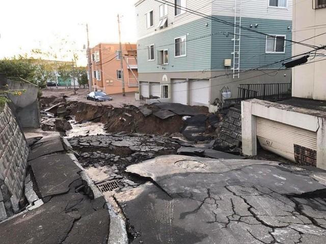 Hình ảnh: Nhật Bản hoang tàn, đổ nát sau liên tiếp siêu bão Jebi và động đất 6 độ Richter ở Hokkaido - Ảnh 6.