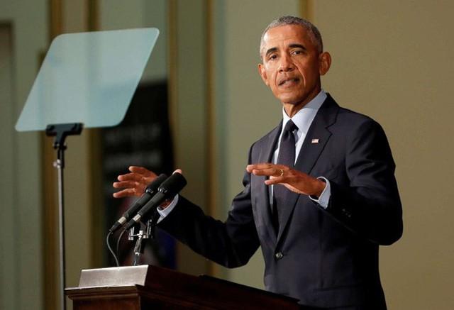 Ông Obama trở lại chính trường Mỹ có bài phát biểu đanh thép đầy ẩn ý - Ảnh 1.