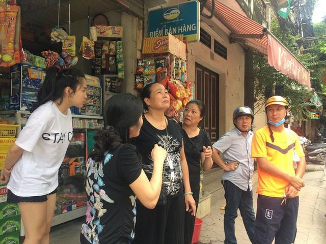 [Nóng] Chung cư cao tầng rung lắc sau động đất ở Hà Nội, cư dân hoảng loạn tháo chạy - Ảnh 4.