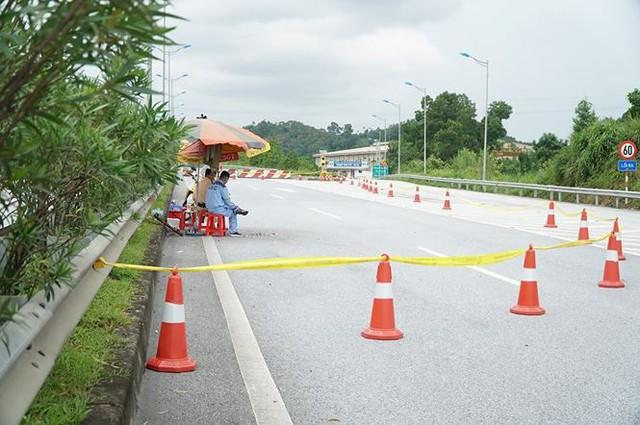 Gia cố cầu hư hỏng sau vụ cháy xe bồn trên cao tốc Nội Bài - Lào Cai  - Ảnh 2.