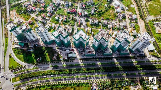 Dự án The Sun Avenue trải dài hơn 500m mặt tiền đại lộ Mai Chí Thọ (quận 2), đã cất nóc 5 tòa tháp: SAV 1, SAV 2, SAV 6, SAV 8, SAV 7.