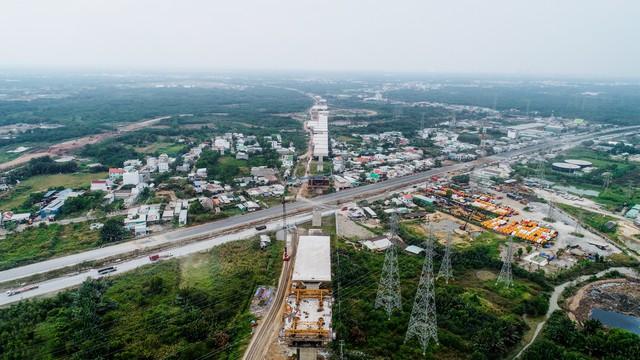Cận cảnh cao tốc Bến Lức - Long Thành đoạn qua TP.HCM và Long An - Ảnh 9.