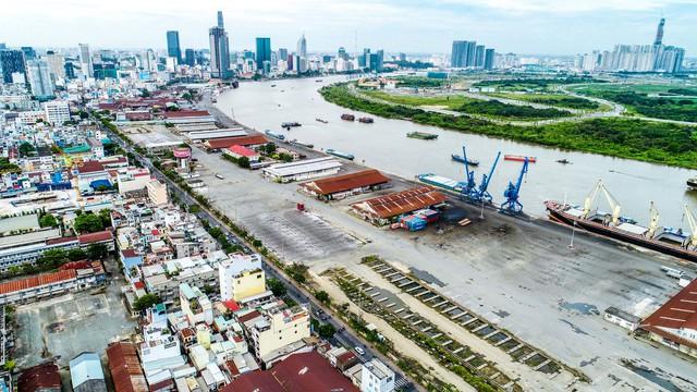 TP.HCM đang tích cực đẩy nhanh tốc độ di dời cảng nội thành Nhà Rồng - Khánh Hội (quận 4), hiện tiến độ đạt trên 70% để nhường đất phát triển đô thị.