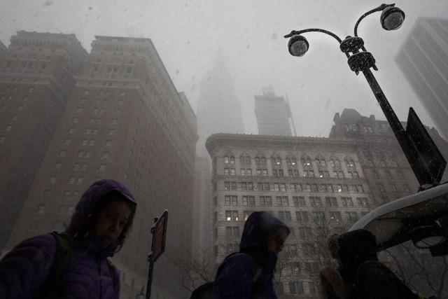 Tòa nhà Empire State lừng danh khác biệt trong bão tuyết.