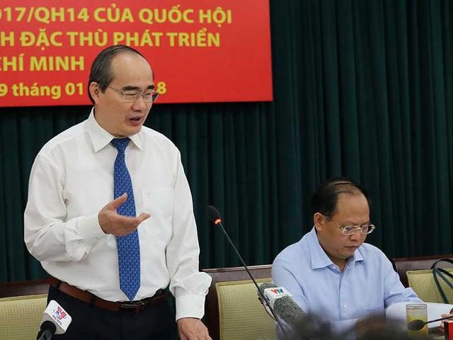 Bí thư Thành ủy TP.HCM Nguyễn Thiện Nhân phát biểu tại buổi gặp gỡ. Ảnh: TÁ LÂM