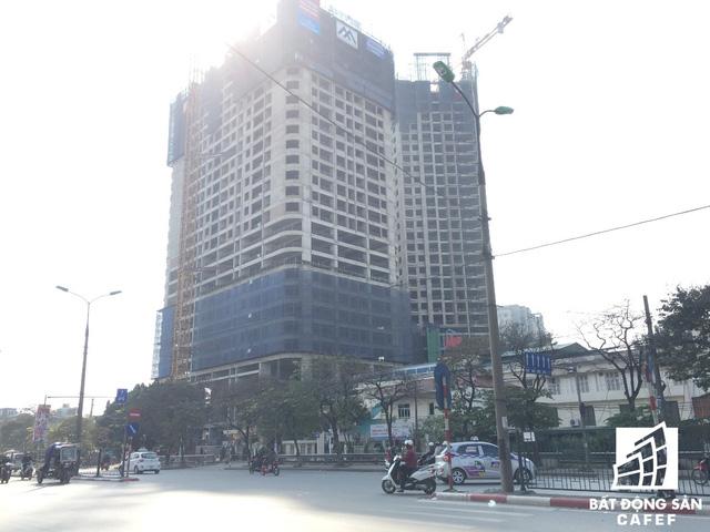 Tòa IP2 giáp đường Giải phóng đang thi công lên đến tầng 25.