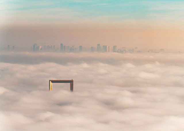 Dubai vừa khánh thành tòa nhà dát vàng trông giống hệt cái khung ảnh - Ảnh 4.