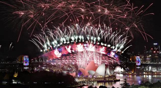 Chùm ảnh: Những khoảnh khắc ấn tượng đón năm mới 2019 khắp nơi trên thế giới - Ảnh 1.