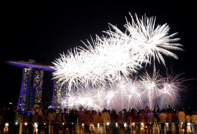Chùm ảnh: Những khoảnh khắc ấn tượng đón năm mới 2019 khắp nơi trên thế giới - Ảnh 8.