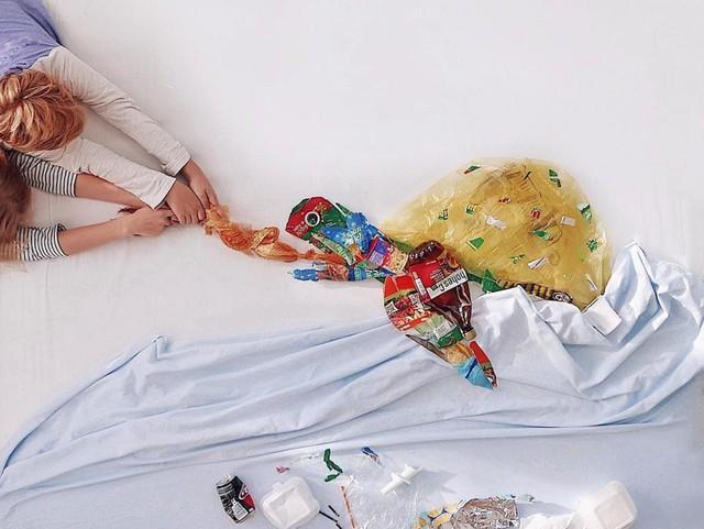 Sáng tạo từ rác thải nhựa - Hành động kỳ lạ của bà mẹ trẻ khiến cộng đồng thức tỉnh: Chúng ta đang làm gì với trái đất? - Ảnh 4.