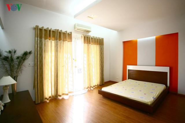 Ngôi nhà sinh động hơn với những điểm nhấn nóng - Ảnh 10.