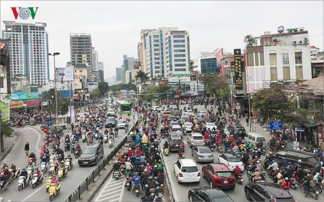 Ảnh: Đường phố Hà Nội ùn tắc trong ngày đi làm đầu tiên của năm 2019 - Ảnh 10.