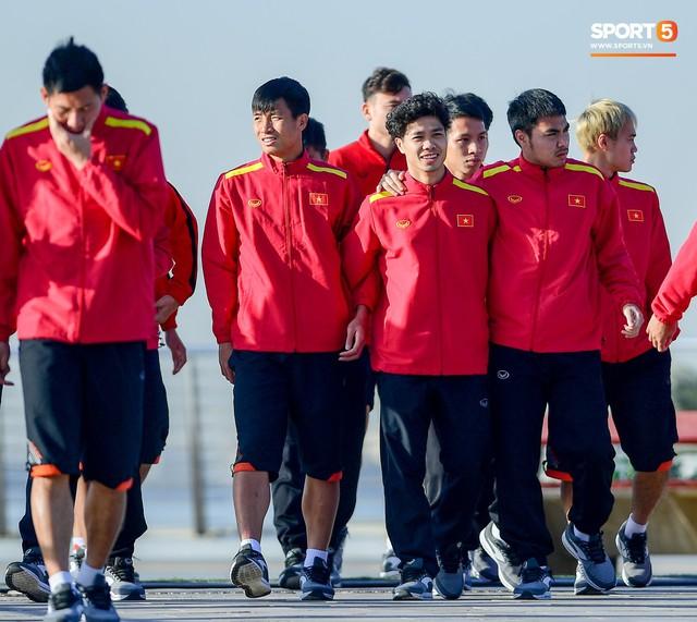 Không ngủ nướng, tuyển Việt Nam đi dạo thư giãn sáng sớm sau trận thắng Jordan - Ảnh 4.