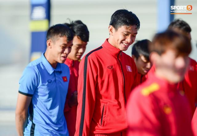Không ngủ nướng, tuyển Việt Nam đi dạo thư giãn sáng sớm sau trận thắng Jordan - Ảnh 6.