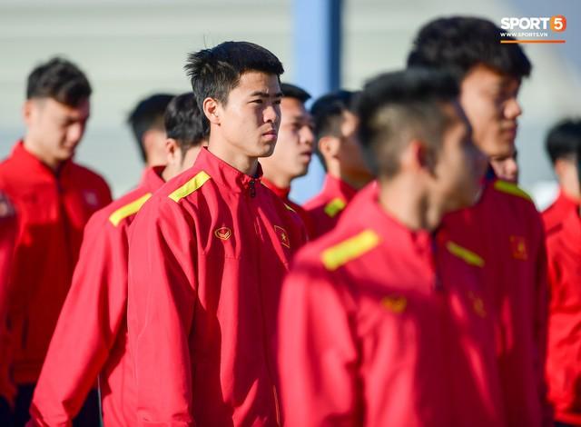 Không ngủ nướng, tuyển Việt Nam đi dạo thư giãn sáng sớm sau trận thắng Jordan - Ảnh 7.