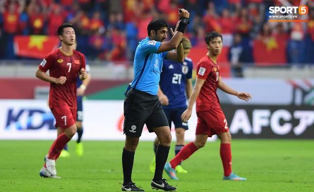 Cho trọng tài mặc áo xanh, AFC vô tình biến trọng tài trở thành cầu thủ thứ 12 của Nhật Bản? - Ảnh 1.
