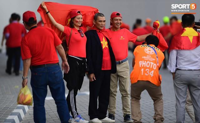 Bố mẹ Văn Hậu, Tiến Dũng vượt hơn 7500 cây số cổ vũ con trai, đặt niềm tin vào một chiến thắng - Ảnh 3.