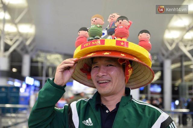 Hàng trăm CĐV từ Hà Nội - Hồ Chí Minh hội quân sang cổ vũ ĐT Việt Nam trong trận tứ kết Asian Cup 2019 - Ảnh 9.