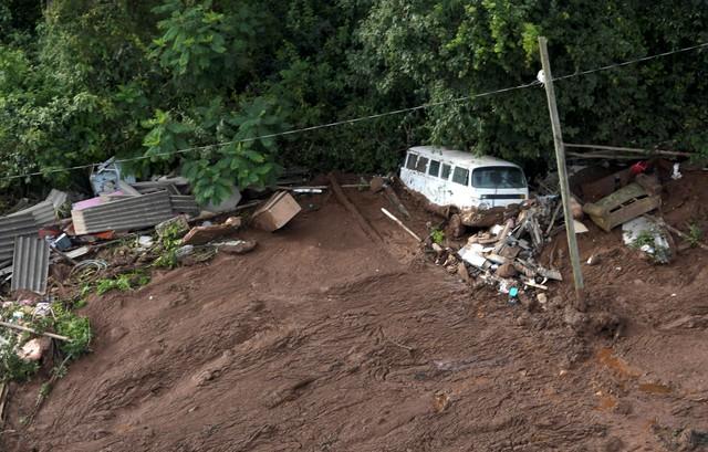 Brazil: Vỡ đập chất thải, hơn 200 người mất tích trong bùn lầy - Ảnh 4.