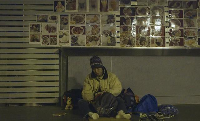 Kỳ lạ người đàn ông từ bỏ cuộc sống trung lưu làm người vô gia cư - Ảnh 1.