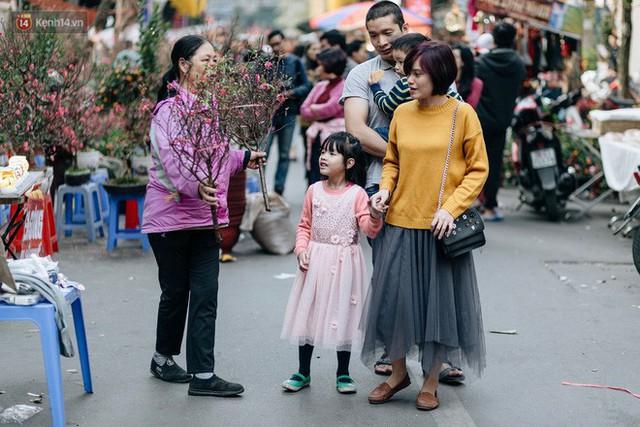 Rộn ràng không khí Tết tại chợ hoa Hàng Lược - phiên chợ truyền thống lâu đời nhất ở Hà Nội - Ảnh 17.