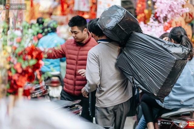 Rộn ràng không khí Tết tại chợ hoa Hàng Lược - phiên chợ truyền thống lâu đời nhất ở Hà Nội - Ảnh 8.