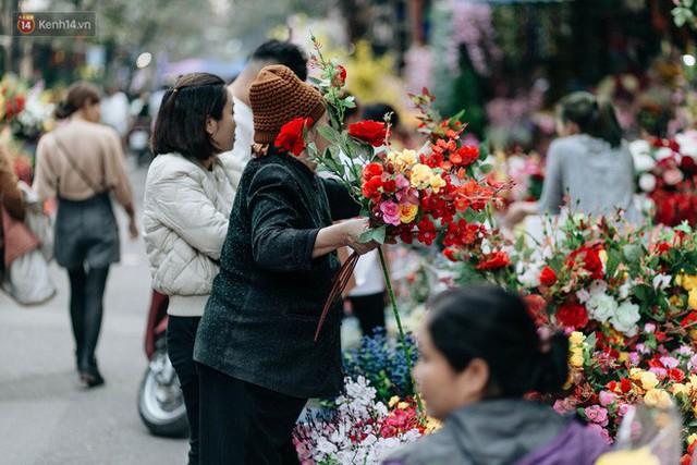 Rộn ràng không khí Tết tại chợ hoa Hàng Lược - phiên chợ truyền thống lâu đời nhất ở Hà Nội - Ảnh 10.