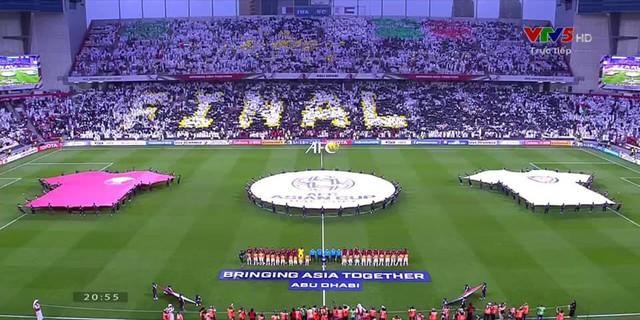 Dù tìm mọi cách để gia tăng áp lực lên đối thủ, đội tuyển nước chủ nhà UAE vẫn thua 4 bàn không gỡ, còn CĐV để lại hình ảnh vô cùng xấu xí - Ảnh 10.