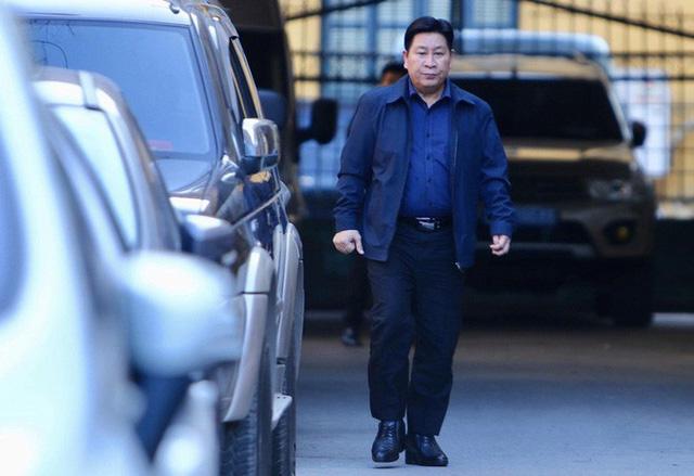 Sau khi bị tuyên hơn 30 tháng tù, 2 cựu Thứ trưởng Bộ Công an bình thản rời tòa - Ảnh 1.