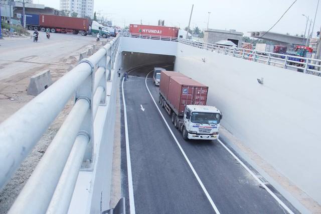 Cận cảnh những công trình mở lối giao thông tại TP HCM - Ảnh 2.