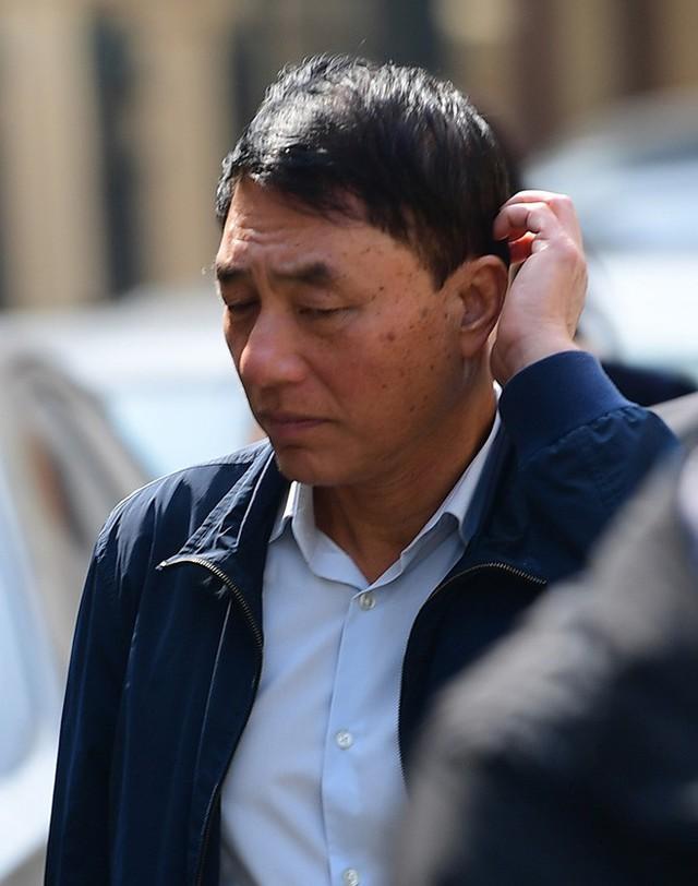 Sau khi bị tuyên hơn 30 tháng tù, 2 cựu Thứ trưởng Bộ Công an bình thản rời tòa - Ảnh 10.