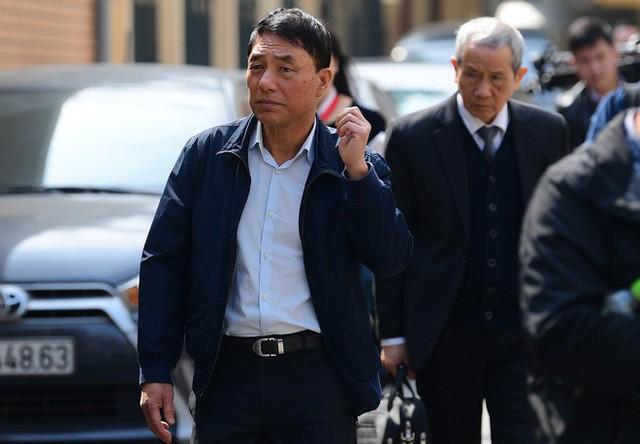 Sau khi bị tuyên hơn 30 tháng tù, 2 cựu Thứ trưởng Bộ Công an bình thản rời tòa - Ảnh 11.