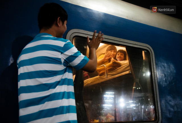 Những nụ cười ở ga Sài Gòn ngày giáp Tết: Trở về sau hơn 19 năm bôn ba nơi xứ người - Ảnh 6.