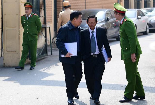 Sau khi bị tuyên hơn 30 tháng tù, 2 cựu Thứ trưởng Bộ Công an bình thản rời tòa - Ảnh 6.
