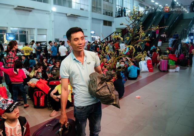 Những nụ cười ở ga Sài Gòn ngày giáp Tết: Trở về sau hơn 19 năm bôn ba nơi xứ người - Ảnh 9.