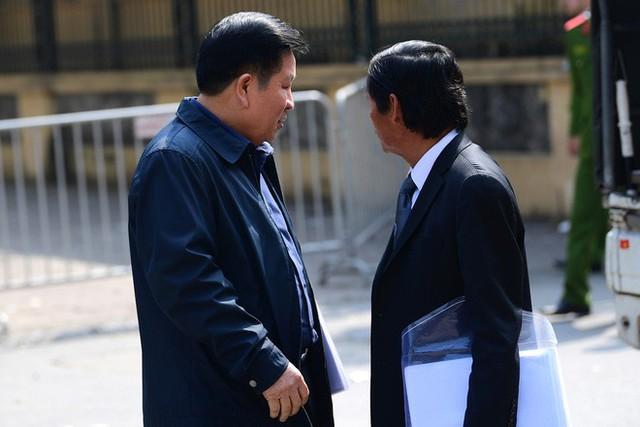 Sau khi bị tuyên hơn 30 tháng tù, 2 cựu Thứ trưởng Bộ Công an bình thản rời tòa - Ảnh 8.