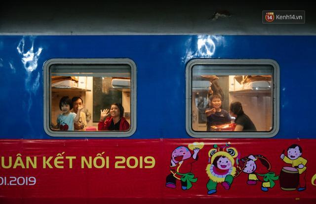 Những nụ cười ở ga Sài Gòn ngày giáp Tết: Trở về sau hơn 19 năm bôn ba nơi xứ người - Ảnh 10.