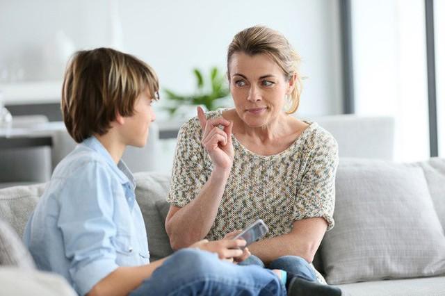 Nếu thấy con có thái độ hỗn hào thiếu tôn trọng thì cha mẹ hãy áp dụng ngay 7 phương pháp này - Ảnh 3.