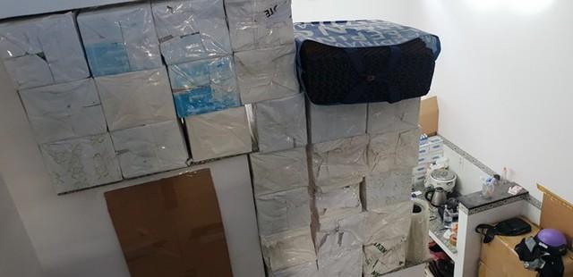 Hàng vạn bao cao su giả hàng hiệu được nhập liệu từ chợ Kim Biên - Ảnh 4.
